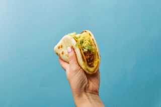 Imagine a fluffy tortilla giving a cheesy hug to the Crunchy Taco… that's what the Cheesy Gordita Crunch is. 🤗 #TacoBellNL