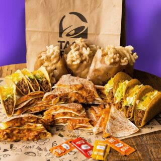 Saturday nights with the squad calls for something tasty… Please everyone with your dinner reco and get a meal for 6 delivered! 🔜 #TacoBellNL